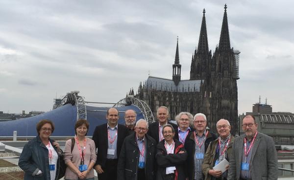 Die Besuchergruppe auf dem Dach des EASA-Gebäudes