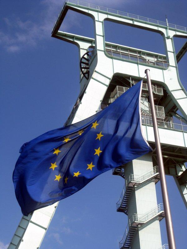 Die Europafahne vor dem Deutschen Bergbaumuseum in Bochum
